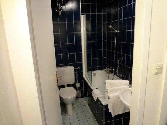 Pension Pharmador: Bathroom