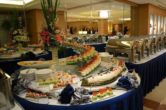 Eastwood Richmonde Hotel: Food
