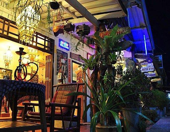 Lanta Lantern Guest House : communal area