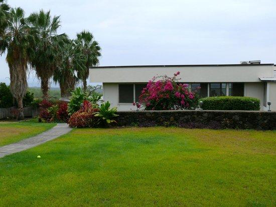 Luana Inn: View of main building top floor from parking lot.