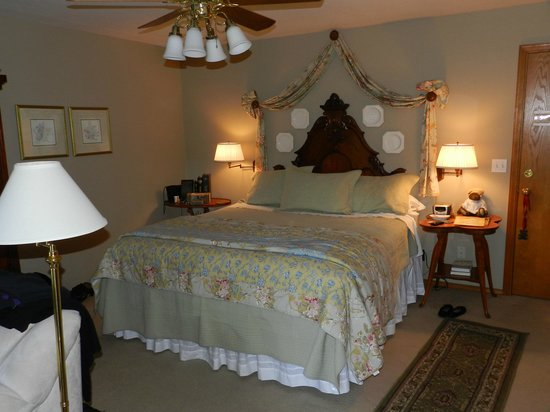 All Seasons River Inn : River Bend room