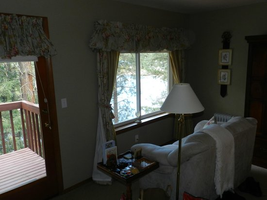 All Seasons River Inn: River Bend room