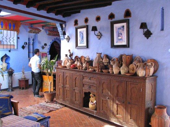 Dar Echchaouen: Colourful Reception & Lounge