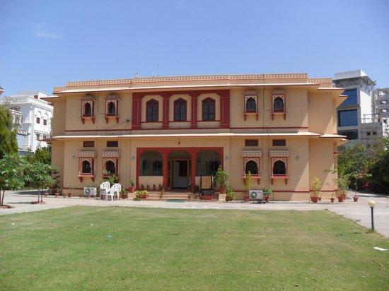 Devi Niketan Heritage Hotel: Frontage