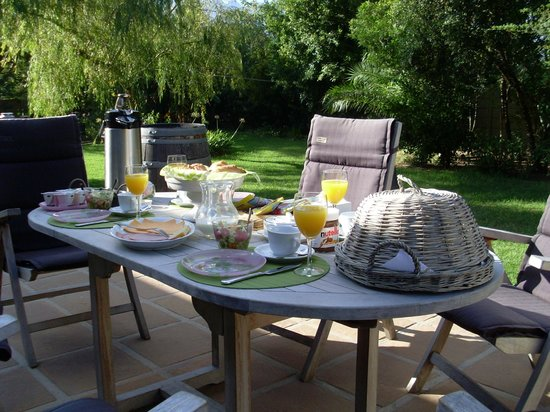 Breakfast terrace picture of sauvignon country lodge for Breakfast terrace