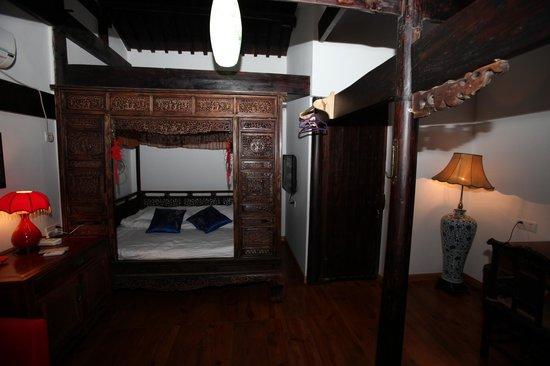 Hui Boutique Hotel : 寧波式大木床