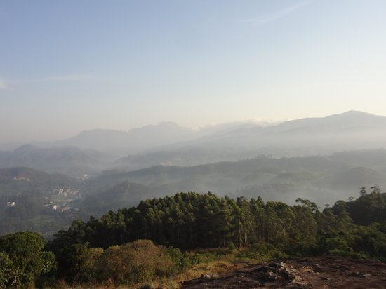 Deshadan Mountain Resorts: munnar town from hilltop behind deshadan