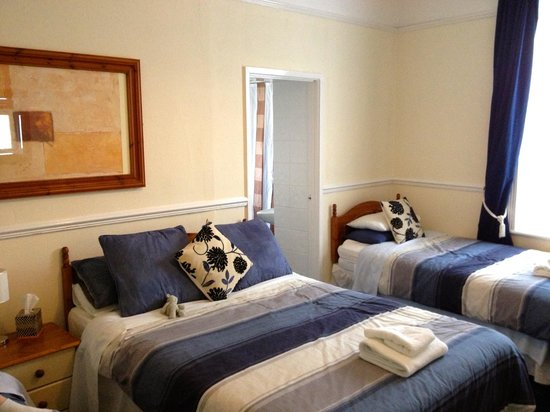 The Dolphin Hotel Exmouth: Room that sleeps 4 - 2 twins and a double - comfortable space