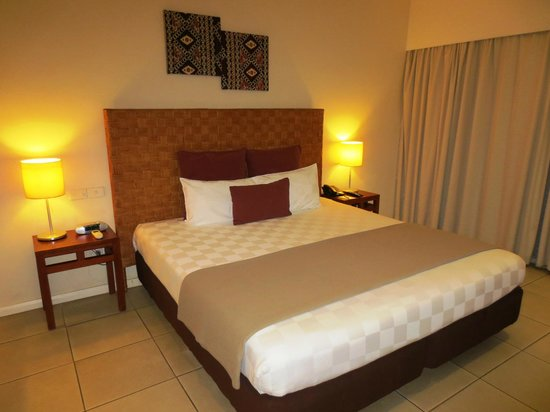 Tanoa International Hotel: Tanoa king bedded room