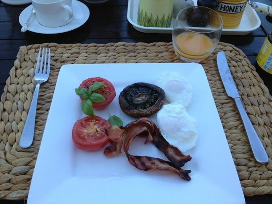 Iluka Bed and Breakfast: Bacon N Eggs poached! Yum!