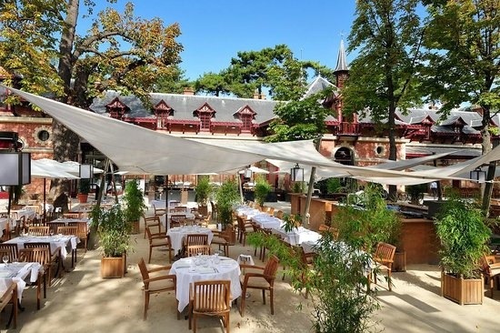 Le jardin picture of bagatelle restaurant des jardins for Restaurant ile de france avec jardin
