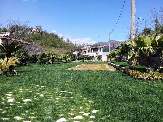 Ingresso giardino foto di tenuta antica braceria cava - Ingresso giardino ...