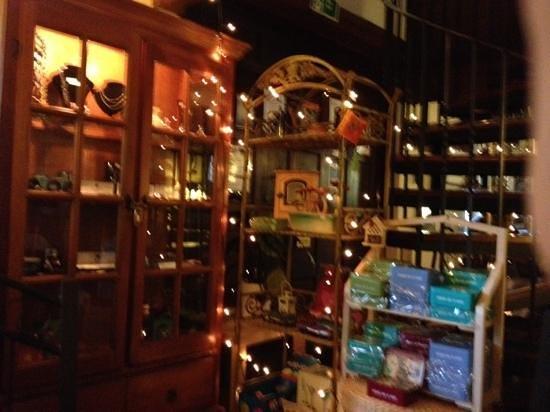 The Almshouse Tea Shop: cost atmosphere