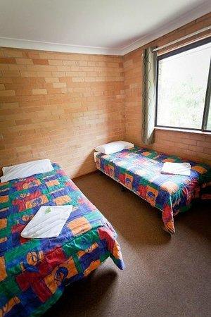 Emu Beach Chalets: 2nd bedroom in 3 bedroom chalet