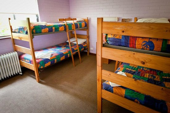 Emu Beach Chalets: 2nd bedroom of Family chalet