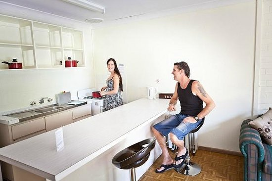 Emu Beach Chalets: Fully equipped kitchen