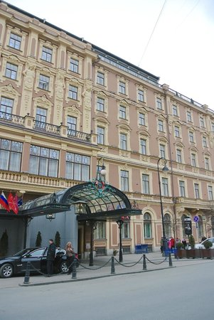 Belmond Grand Hotel Europe: Exterior on Michael Street
