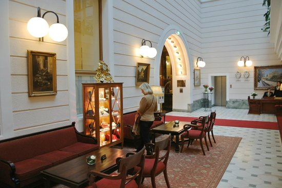 Belmond Grand Hotel Europe: Lobby area