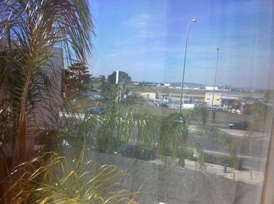 TRYP Valencia Azafata Hotel: enfrente del aeropuerto
