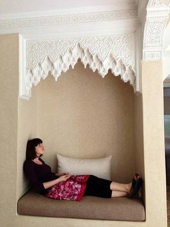 Riad Villa Blanche: nice little seat.