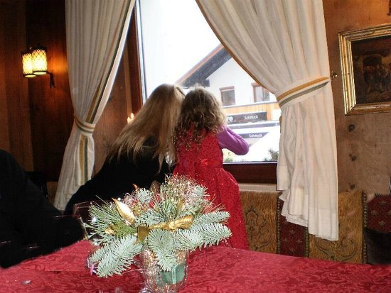Hotel Klosterbräu: Watching the falling snow from Hotel Klosterbraeu Seefeld