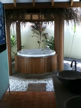 Bandos Maldives: Private hot tub for room 337