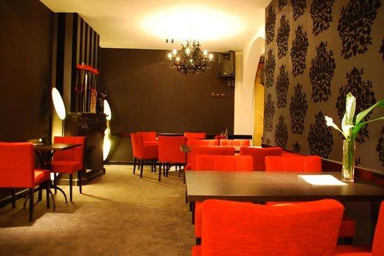 Ben's Cafe: binnen
