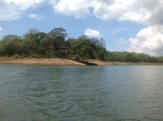 كيه تي دي سي ليك بالاس تيكادي: lake palace, a view from boat
