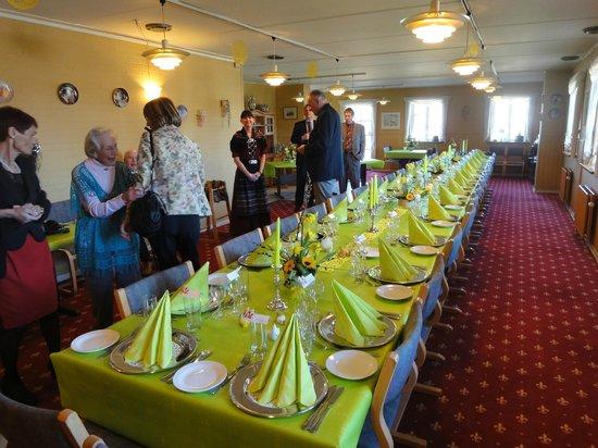 Gjerrild Kro og Hotel: Flot bordækning til 100 års fødselsdag