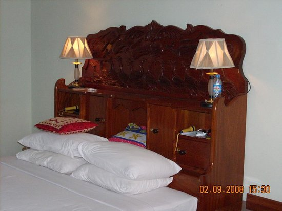 Angkor Hotel : my last trip,but no change.