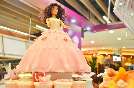 Barbie Birthday Cake With Customized Individual Logoed Cupcakes A