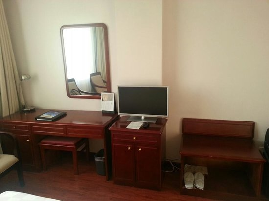 City Line Hotel (Harmony) : Desk and TV