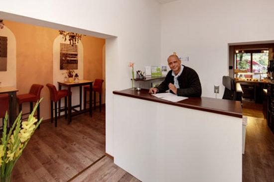 mk hotel münchen: Rezeption