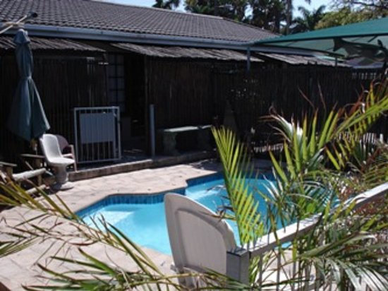 Family and Friends Guesthouse : Small Splash pool