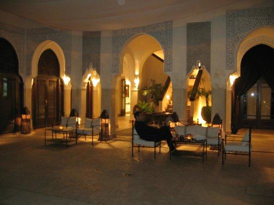 La Villa des Orangers - Hôtel: lounge bar et petits déjeuners