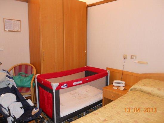 Hotel Monte Rosa: Parte della camera