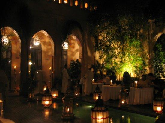 La Villa des Orangers - Hôtel: Belle végétation dans le jardin à manger