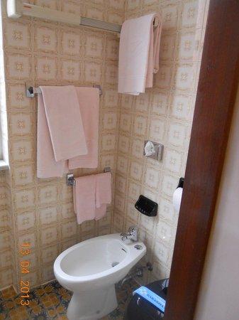 Hotel Monte Rosa: Parte del bagno