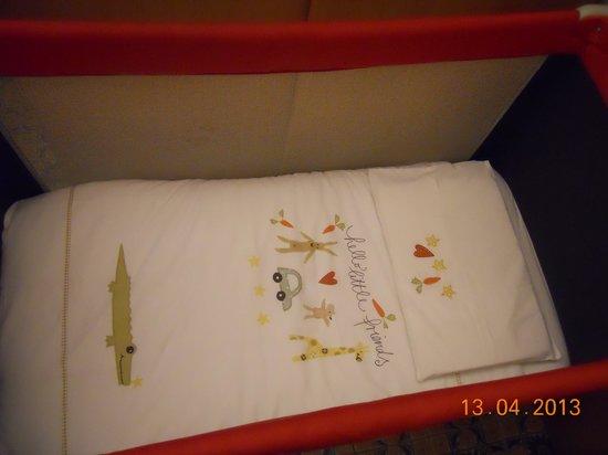 Hotel Monte Rosa: Lettino per bimbo