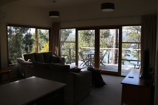 Stewarts Bay Lodge: lounge area and view
