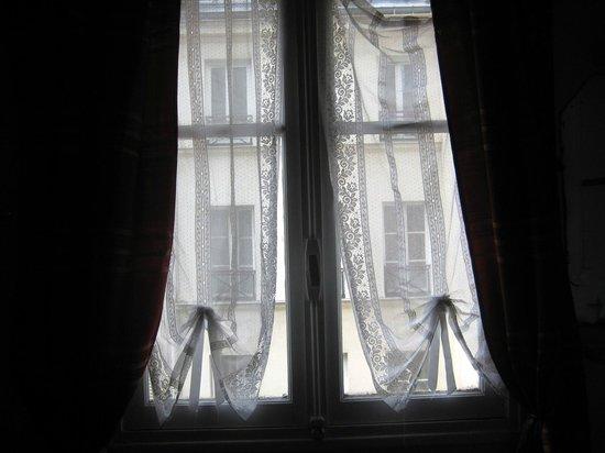 Hotel de Lille- louvre: Hôtel De Lille Louvre. Окно номера