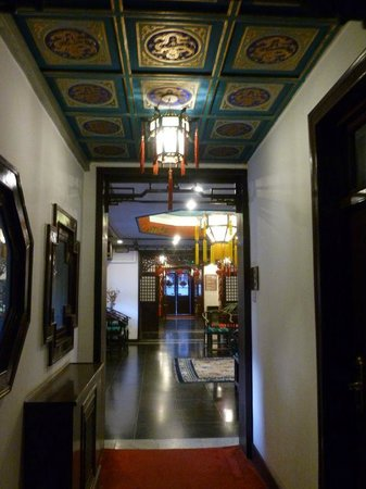 Lusongyuan Hotel: Couloir de l'hôtel menant à l'accueil