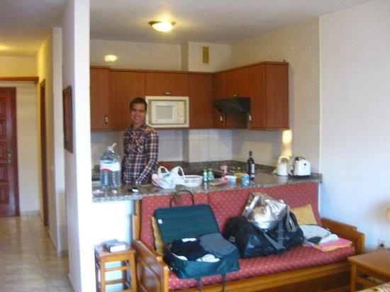Neptuno Aparthotel: Kitchen