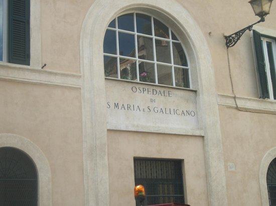 فينيسترا سو تراستيفير: piazza