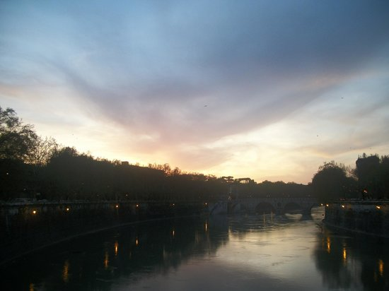 Finestra su Trastevere: on bridge next to piazza
