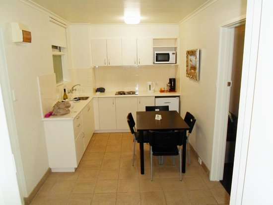 Albert Heights Serviced Apartments : Kitchen Area