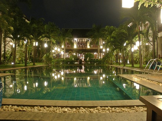 Green Park Boutique Hotel: the pool at night