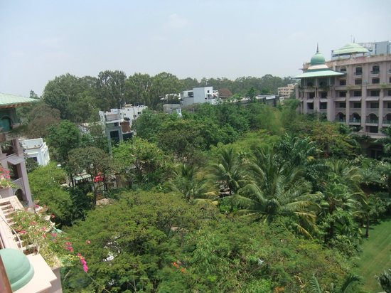 The Leela Palace Bengaluru: Garden view room, floor 6