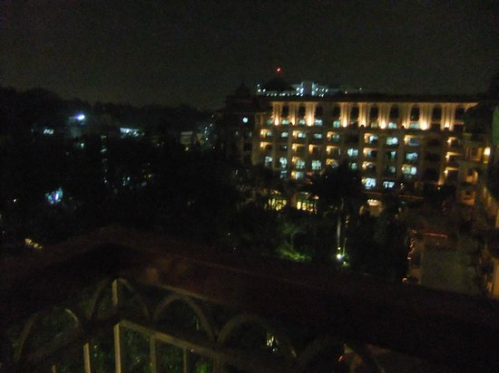 The Leela Palace Bengaluru: Garden view room view at night