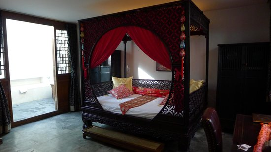 Shichahai Sandalwood Boutique Hotel: Sandalwood Bed